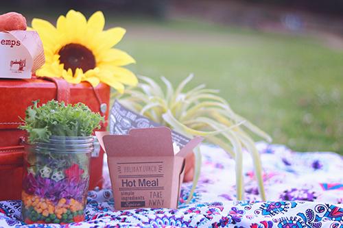 「ジャーサラダ」「ピクニック」「ラウンドタオル」「食べ物」「魔法陣」などがテーマのフリー写真画像