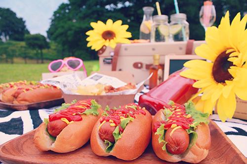 「ピクニック」「ラウンドタオル」「食べ物」などがテーマのフリー写真画像