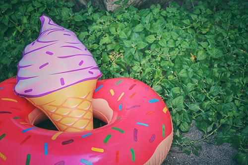 「ソフトクリーム」「ドーナツ」「夏」「浮き輪」などがテーマのフリー写真画像