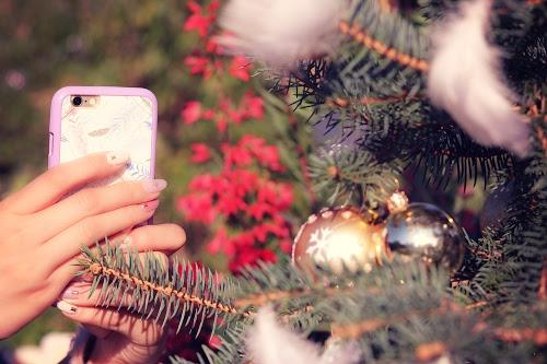 「iPhone」「クリスマスツリー」「スマートフォン」「携帯」などがテーマのフリー写真画像