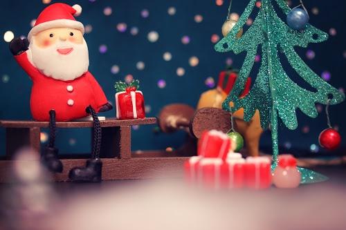 「サンタ」「プレゼント」「夜」などがテーマのフリー写真画像