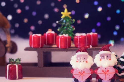 クリスマスのサンタさんたちの楽しい風景