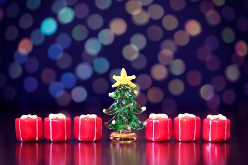 「クリスマスツリー」「プレゼント」「夜」などがテーマのフリー写真画像