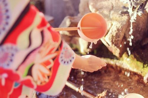 「あけおめ画像」「冬」「和」「和服」「女性・女の子」「着物」「金沢」などがテーマのフリー写真画像