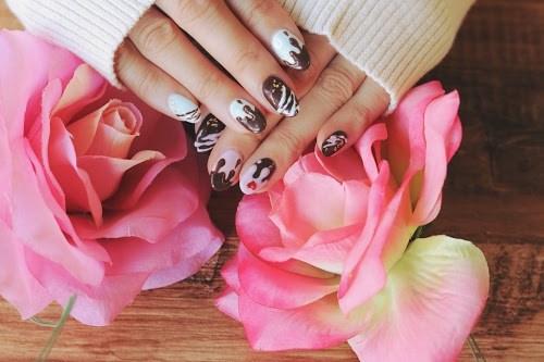 「ネイル」「バレンタインネイル」「花」「薔薇」などがテーマのフリー写真画像