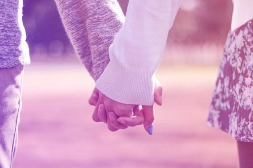 手を握る男性の心理10個|男性が期待していること5つ