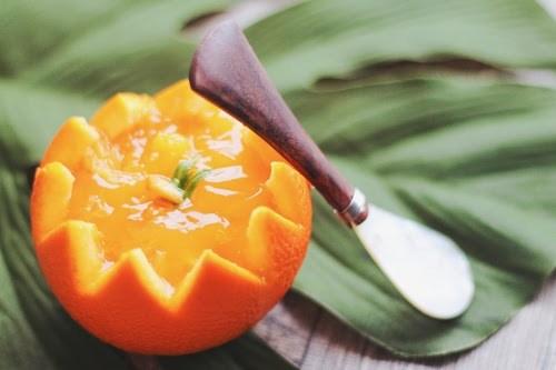 オレンジをくり抜いて作ったオレンジゼリー
