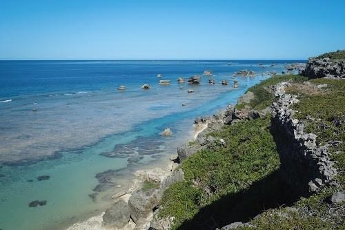 「南国」「夏」「宮古島」「岩」「岬」「水平線」「沖縄」「海」「灯台」「空」「離島」などがテーマのフリー写真画像