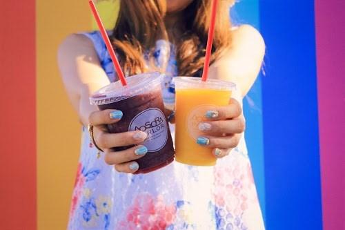 「カフェ」「スムージー」「ネイル」「ホイップ」「リゾート」「南国」「夏」「夏ネイル」「女性・女の子」「宮古島」「来間島」「沖縄」「飲み物」などがテーマのフリー写真画像