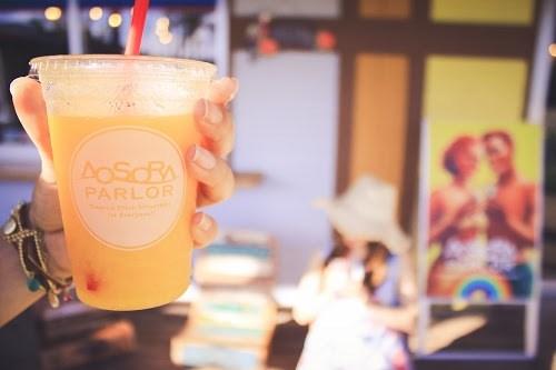 「カフェ」「スムージー」「ネイル」「リゾート」「南国」「夏」「夏ネイル」「女性・女の子」「宮古島」「来間島」「沖縄」「飲み物」などがテーマのフリー写真画像
