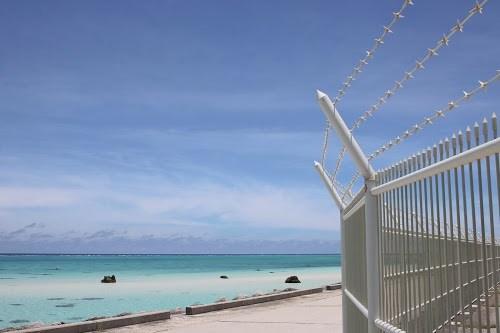 下地島空港のおしゃれな白いフェンスと17エンドビーチ
