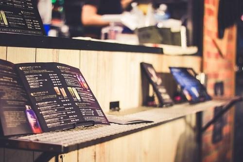 「カフェ」「タピオカ」「ドリンク」「ミルクティー」「女性・女の子」「飲み物」などがテーマのフリー写真画像