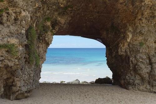 「リゾート」「南国」「夏」「宮古島」「岩」「沖縄」「海」「空」「離島」などがテーマのフリー写真画像