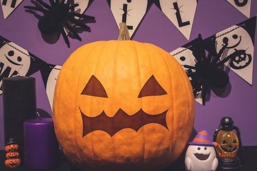 「オバケ」「夜」「秋」「電飾」などがテーマのフリー写真画像
