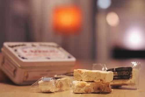 ハチミツ・砂糖・卵白・ナッツを混ぜ合わせ固めたヌガー『トロンチーニ』