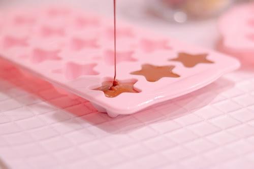「イチゴ」「お菓子」「お菓子作り」「チョコレート」「ピンク加工」などがテーマのフリー写真画像
