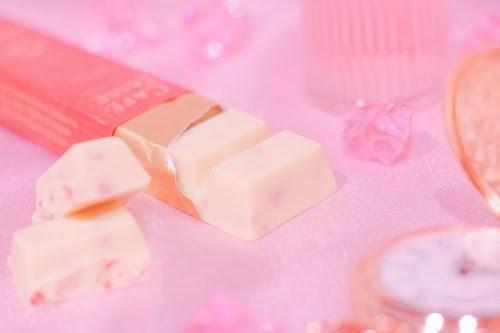 「お菓子」「チョコレート」「ピンク加工」「食べ物」などがテーマのフリー写真画像