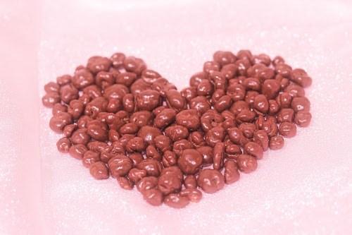 「お菓子」「チョコレート」「ハート」「ピンク加工」「食べ物」などがテーマのフリー写真画像