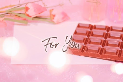 「お菓子」「チョコレート」「ピンク加工」「ラブレター」「文字入り」「電飾」「食べ物」などがテーマのフリー写真画像