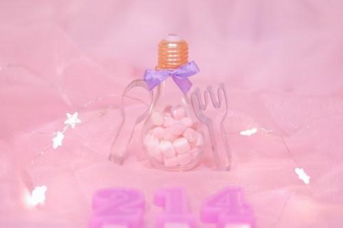 「お菓子」「キャンドル」「クッキー型」「ピンク加工」「マシュマロ」「電球」「電飾」「食べ物」などがテーマのフリー写真画像