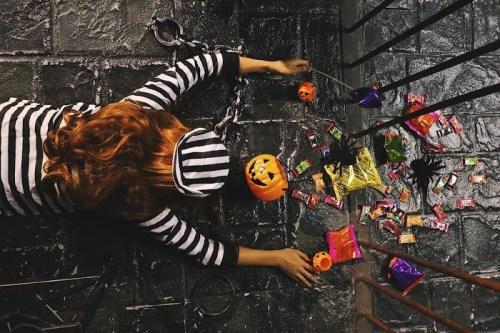 「お菓子」「カボチャ」「俯瞰撮り」「囚人」「摔倒炫富」「牢屋」「真上から」「鉄格子」などがテーマのフリー写真画像