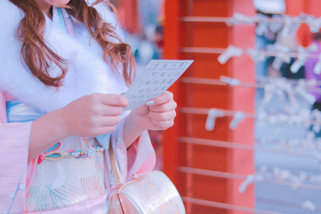 「あけおめ画像」「おみくじ」「コーディネート」「初詣」「和」「和服」「女性・女の子」「帯」「年賀状」「振袖」「文字入り」「着物」などがテーマのフリー写真画像