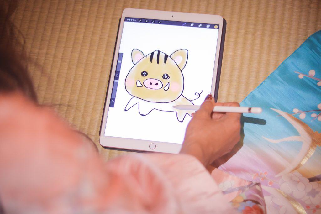 「Apple Pencil」「iPad Pro」「イノシシ」「和」「和服」「女性・女の子」「年賀状」「畳」「着物」などがテーマのフリー写真画像