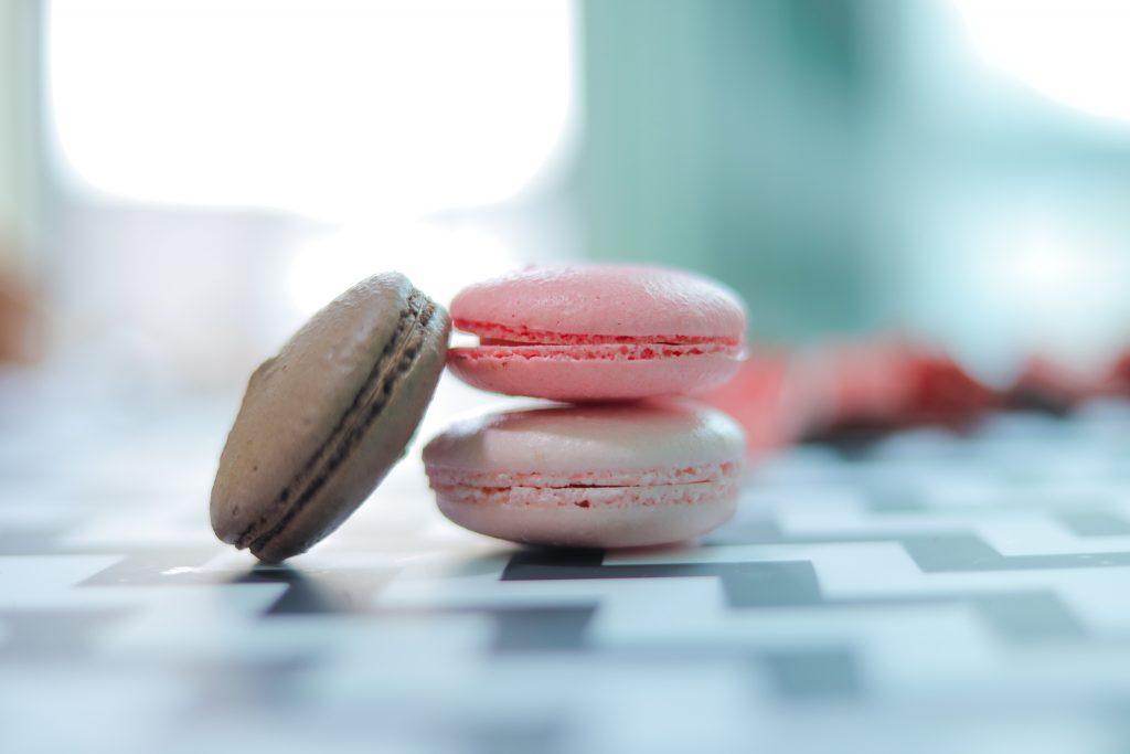 「お菓子」「チョコ」「ホワイトデー」「マカロン」「食べ物」などがテーマのフリー写真画像