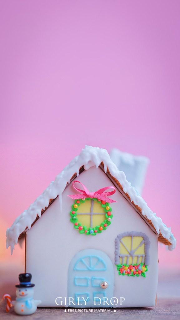 おしゃれなフリーのスマホ壁紙(待受け):【オシャレなiPhone壁紙】クリスマスの朝おうちの前にプレゼントが積まれている様子(お菓子の家)