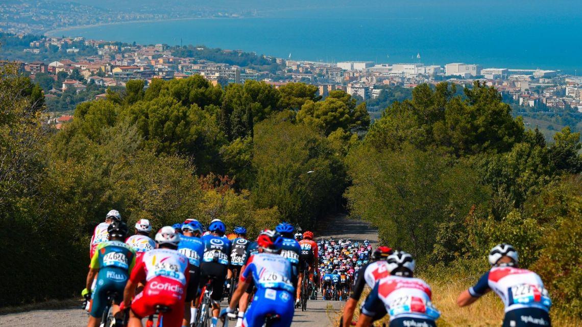 La Tirreno-Adriatico è una strana creatura a pedali