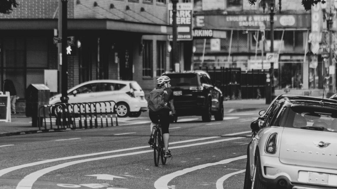Rendere il casco obbligatorio per i ciclisti è una boiata