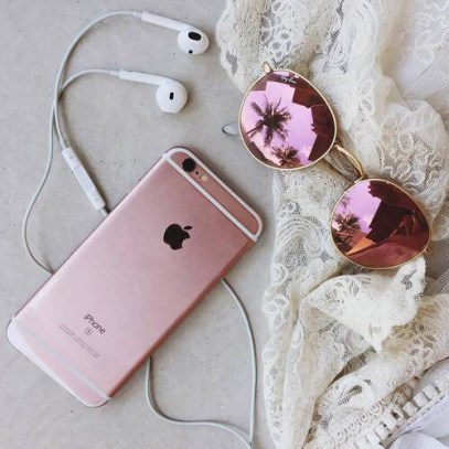 cute-earphones-girly-pink-Favim.com-3693662