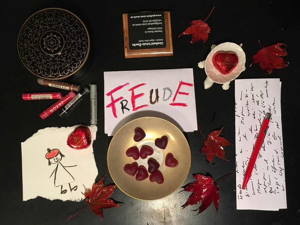 Giselheid Schulz-Ëberlin, Autorin, Eigen-Sinn-Coach, Lebensbegleitung, Accessoires der Freude, rote Herzen und Synästhesie, F wie Freude