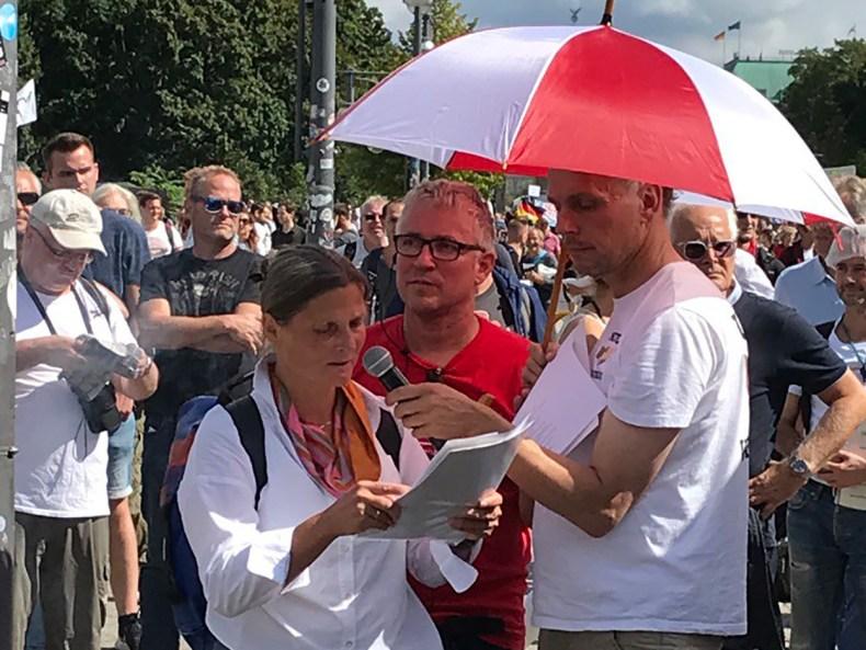 Giselheid Schulz Eberlin Redezeit am Wagen von Querdenken am 29.8.2020 Berlin