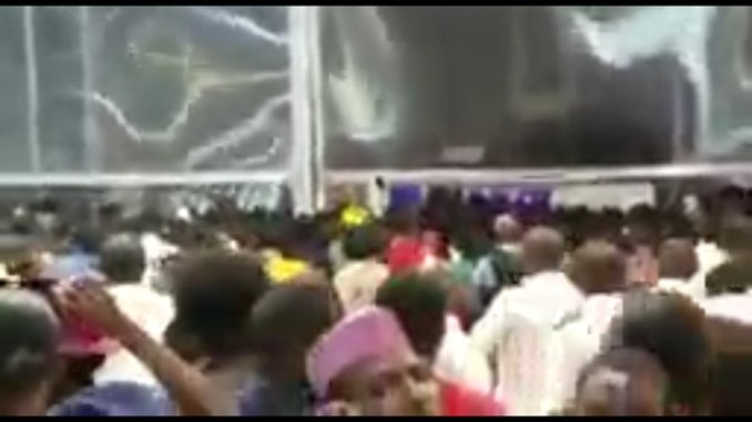 Gtbank Fashion: Angry Crowd Breaks Wall To Enter Event Venue