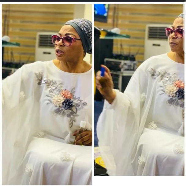 Billionaire businesswoman Folorunso Alakija spotted anointing her church members 4