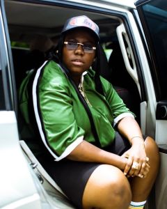 If You See Me Give Me A Hug Teni Shares Her Experience After Helping A Pregnant Woman With Four Kids Carry Her Two Daughters