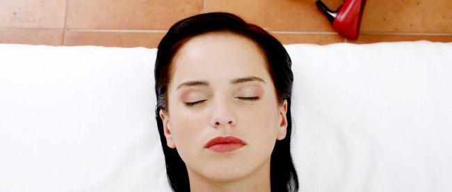Bahaya, masih, pakai, makeup, riasaan, saat, tidur, mencuci, muka, membersihkan, wajah, pembersih, buta, mata, eye, remover, efek, cara, sebelum, bulu, iritasi, maskara, eyeliner, sabun, kulit, regenerasi,
