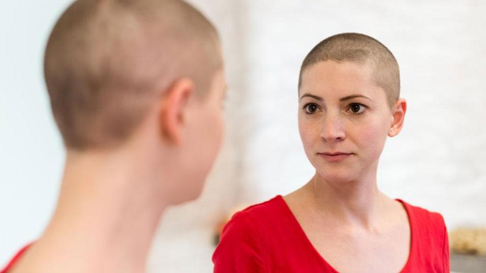 Ilustrasi: wanita penderita kanker (sumber: medicalnewstoday.com)