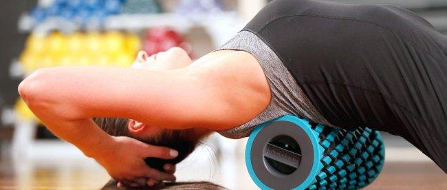 Foam roller, alat pendukung kegiatan olahraga yang praktis (sumber: thegadgetflow.com)