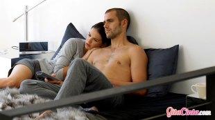 Ilustrasi: suami istri usai berhubungan intim