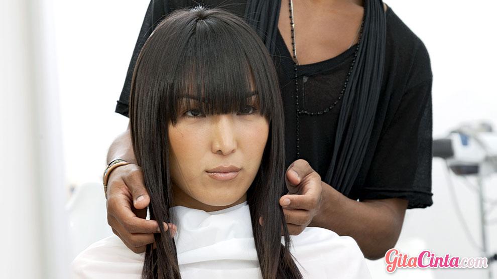 Bagaimana Sih Cara Agar Rambut Cepat Panjang dan Lurus?