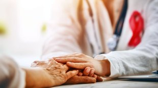 Penderita kanker & dokter (sumber: flexjobs.com)