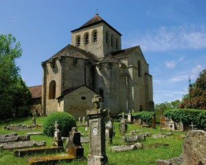 eglise avec cimetière