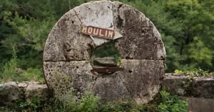 ...Un Moulin à eau seigneurial, chargé d'histoire...