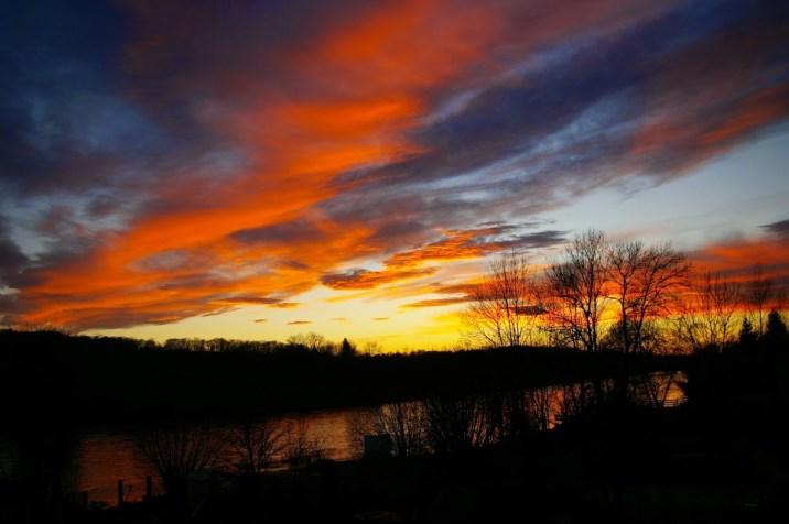 Couché de soleil sur la rivière du Doubs