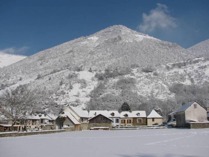 Vue sur la vallée de Campan et la maison