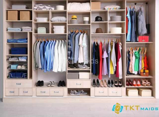Hình ảnh minh họa: cách sắp xếp tủ quần áo theo màu sắc