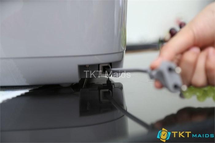 Cần rút dây điện của nồi trước khi làm sạch