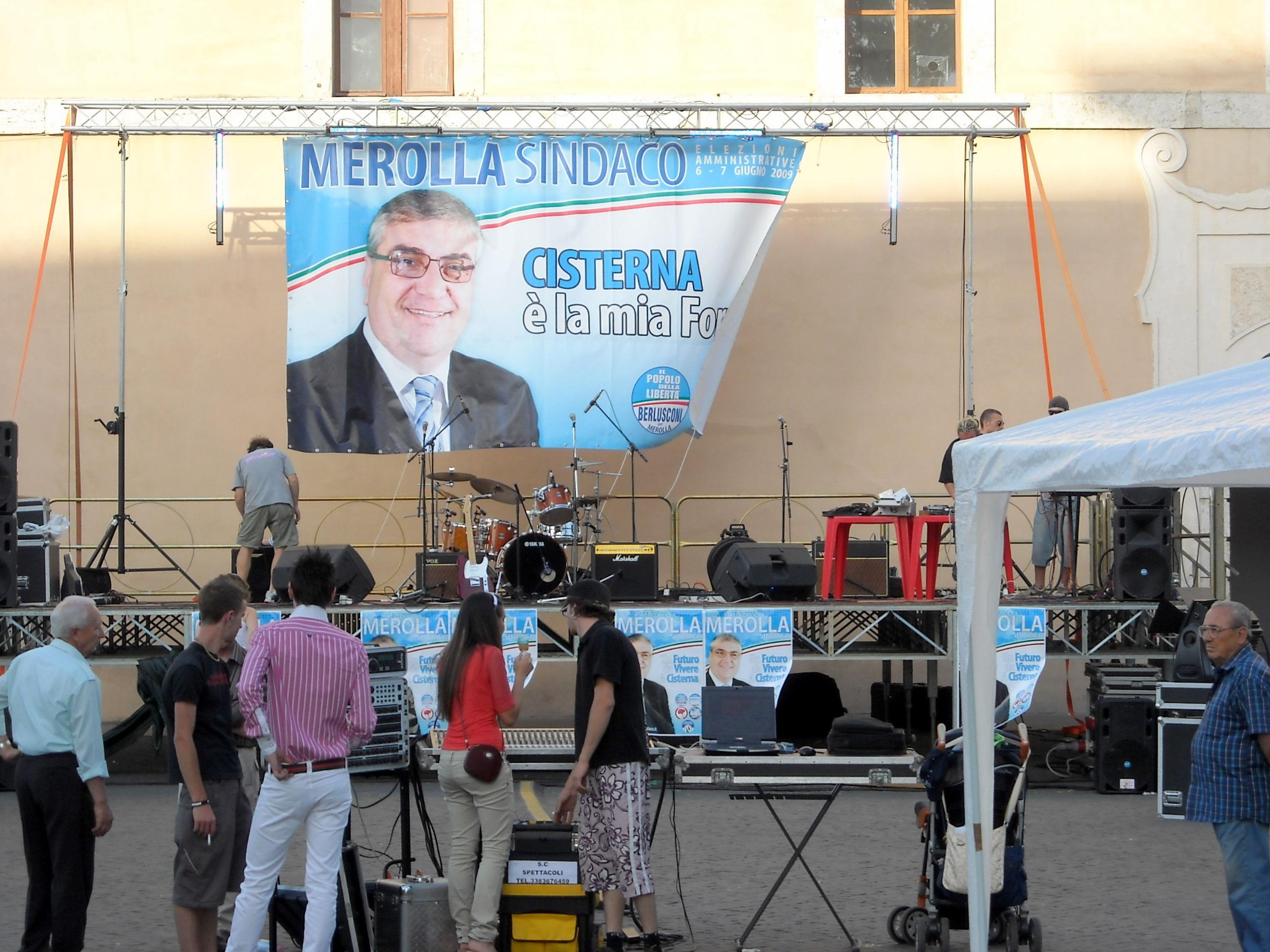 Il palco in Piazza XIX maezo
